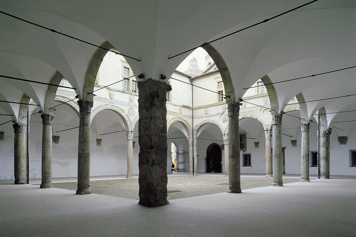 Quadriporico-del-Palazzo-Ducale